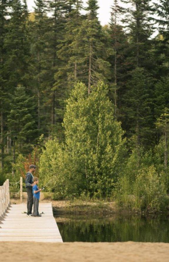 Étincelle - Pêche dans notre lac ensemmencé - Au Chalet en Bois Rond
