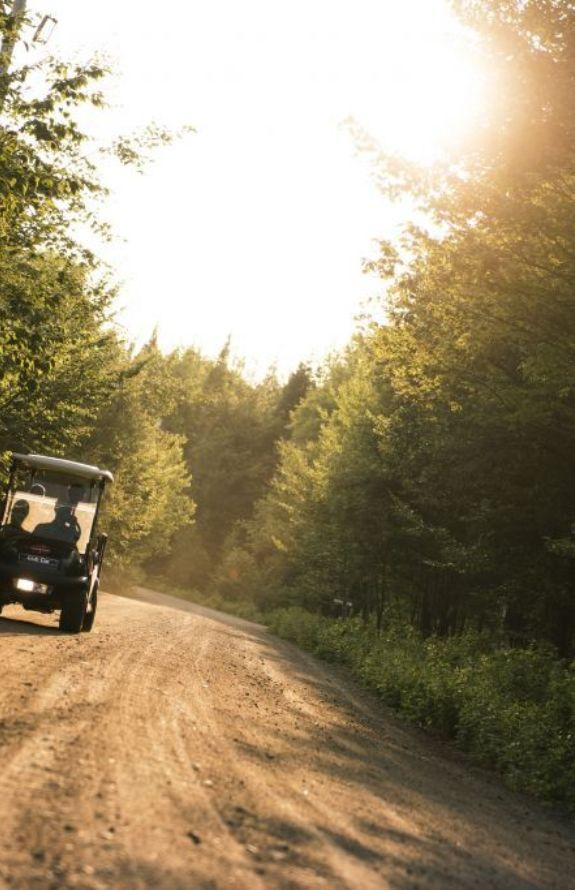 Étincelle - Location de voiturette de golf - Au Chalet en Bois Rond