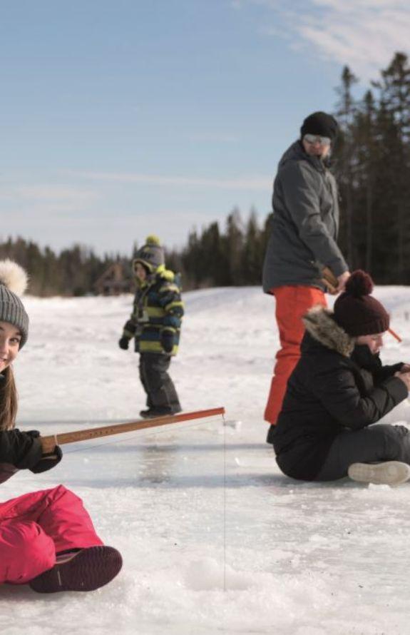Étincelle - Pêche sur glace - Au Chalet en Bois Rond